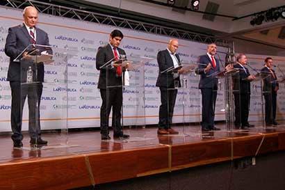 Araya, Castro y Guevara abogan por modernizar el Conavi