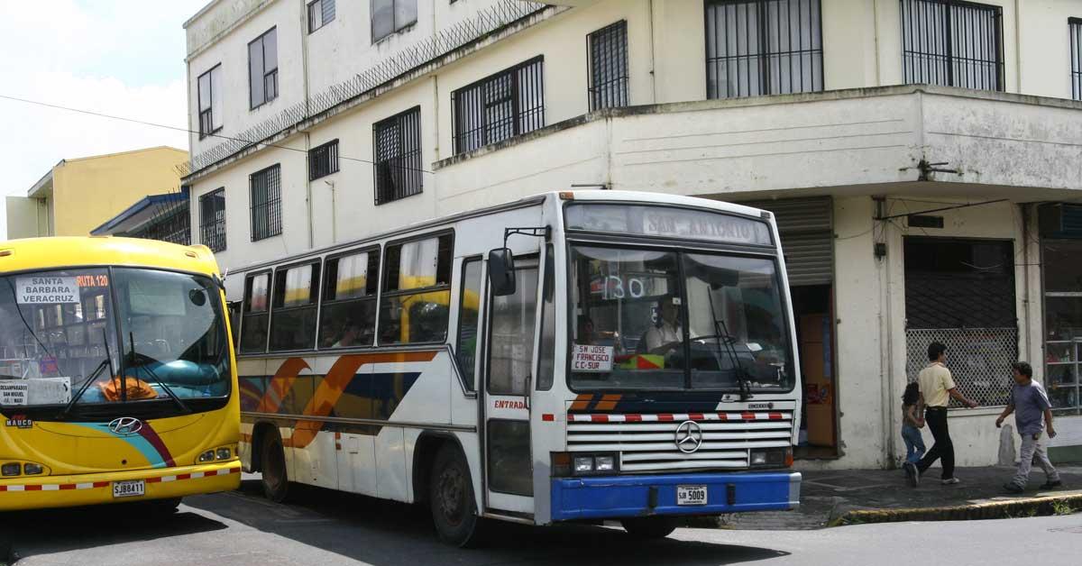 Diputados piden a la Aresep no ceder ante presiones de los autobuseros