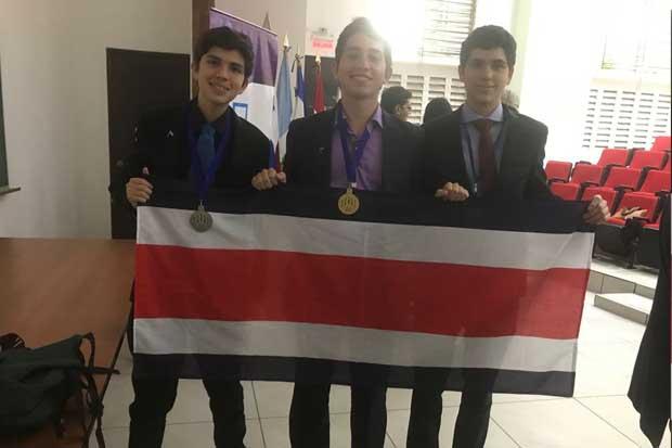 Jóvenes ticos ganaron oro y plata en Olimpiada Centroamericana de Química