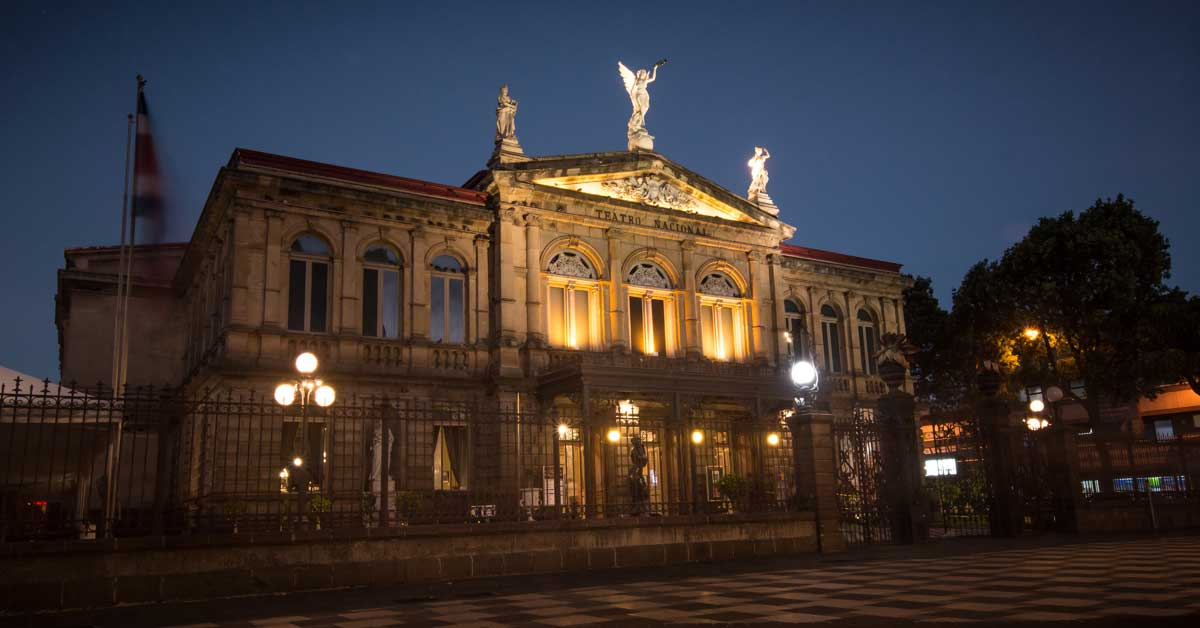 Restauración del Teatro Nacional ampliaría oferta de obras por día
