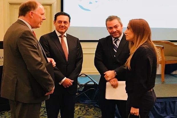 Álvarez Desanti promete tren eléctrico a cámaras empresariales