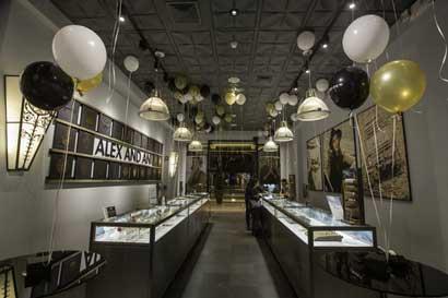 Marca de bisutería Alex and Ani inauguró dos tiendas en el país