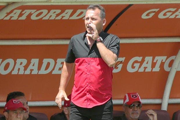 Wilmer López amenaza tradicionalismo en camerino manudo