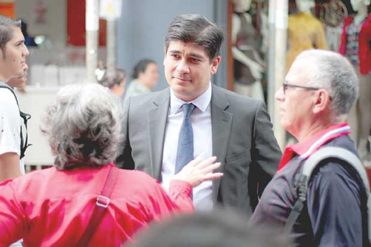 Candidato del PAC pide salida de Mariano Figueres