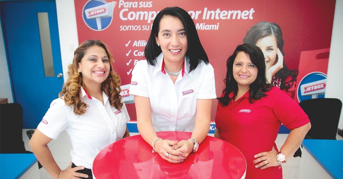 Ticos podrán comprar afuera hasta $500 en Internet sin arancel