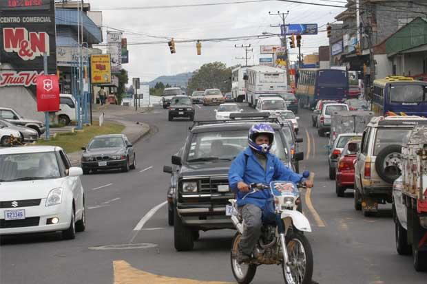 Otto Guevara propone reducir impuesto que se cobra en el marchamo