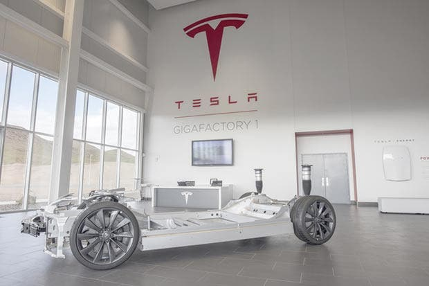 Tesla genera temores de financiación por retrasos en producción