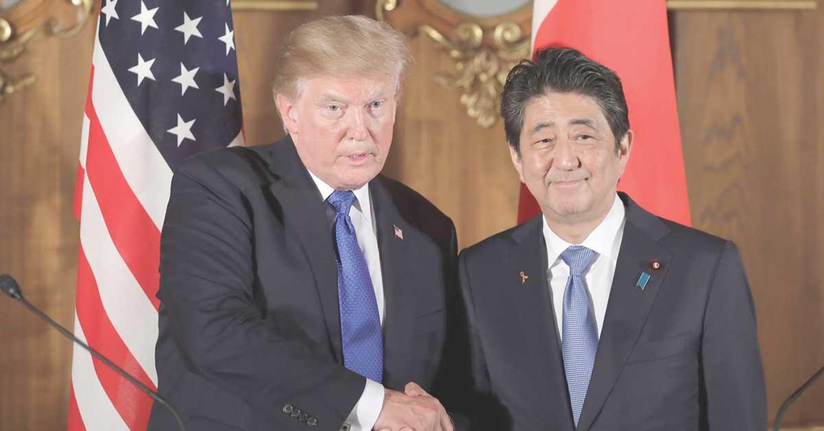 Trump alardea sobre economía de EE.UU. frente a líder japonés