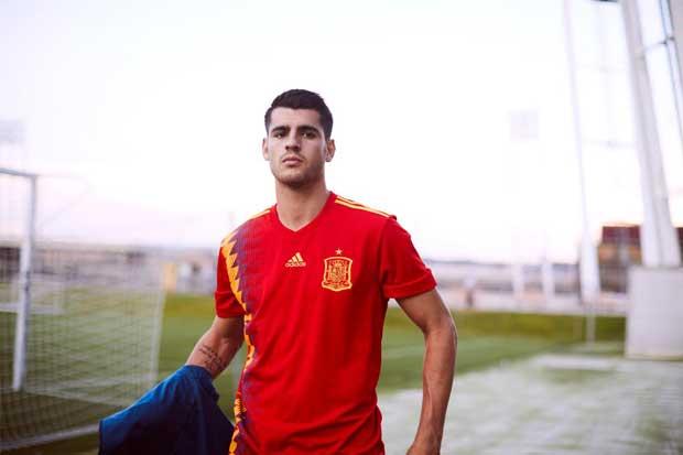 Adidas sale al paso de las críticas por la camiseta de la selección de España