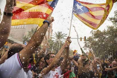 Tribunal español anula declaratoria de independencia del parlamento catalán