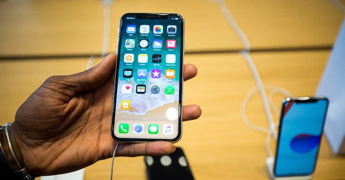 Ticos agotaron las 20 unidades disponibles en Gollo del iPhone X