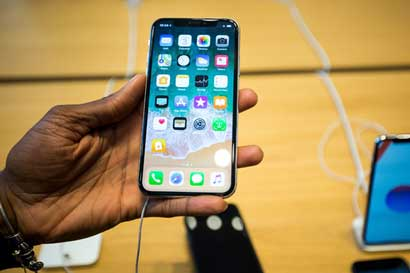 Ticos agotaron las 20 unidades disponibles en Gollo del iPhone X