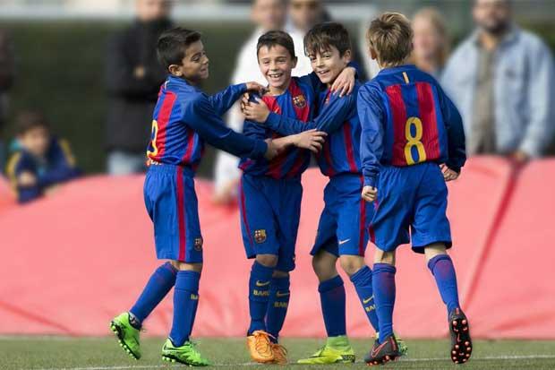 Barcelona abrirá primera escuela de fútbol en el país