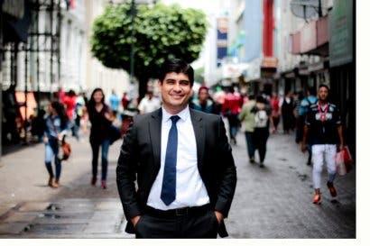 Alvarado presionará por quitar impuesto de 4%  a libros en proyecto del IVA