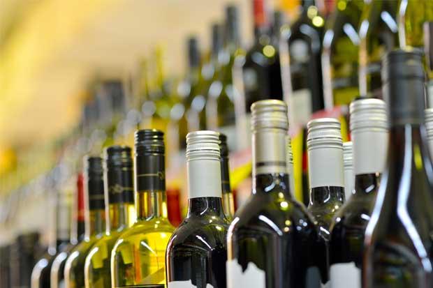 Proyecto prohibiría venta de alcohol en los minisúper cerca de residencias