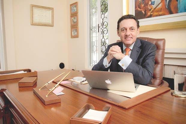 Álvarez traerá médicos extranjeros para mitigar listas de espera