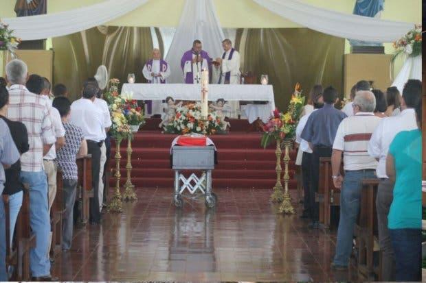 Familiares y políticos asistieron esta tarde al funeral a Juan Marín