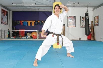 """Instructor de karate crea programa en línea para prevenir el """"bullying"""""""