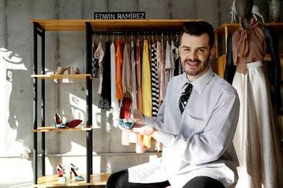 Edwin Ramírez incursiona en el diseño de calzado