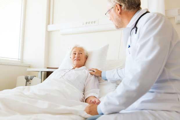 Hospitales de la Caja aún carecen de especialistas en geriatría