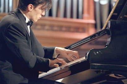 Orquesta Sinfónica cierra temporada con pianista Alexander Romanovsky