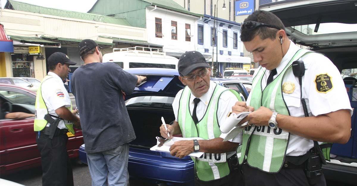 Tránsito advierte aumento en presas y multas por mal estacionamiento mañana