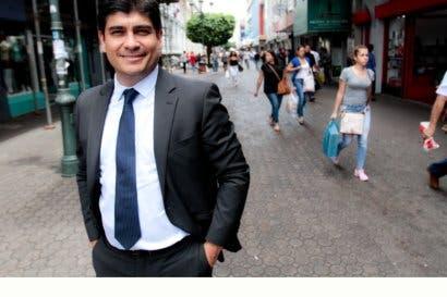 Carlos Alvarado se planta al Gobierno por reactivar pesca de arrastre