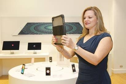 """Comercios usan """"selfies"""" para evitar robo de identidad en trámites"""