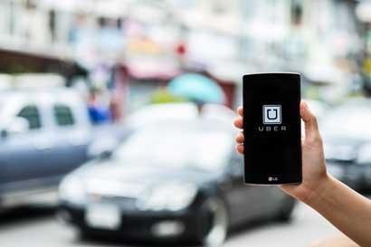 Clientes Mastercard podrán recibir viajes de Uber gratis