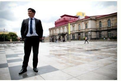 Carlos Alvarado denuncia que bipartidismo nombraría asesor del PLN como magistrado