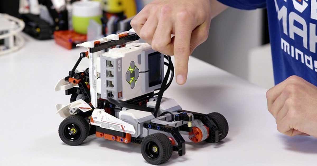 TEC abrió cursos de robótica e ingeniería para niños y jóvenes