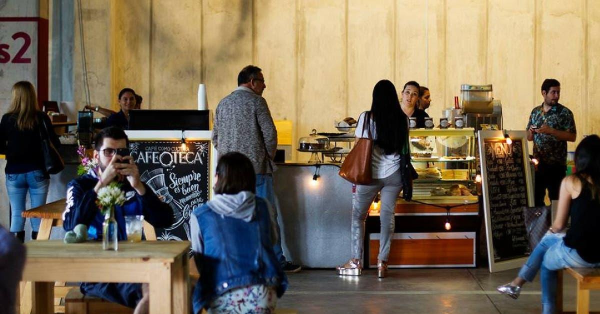 Mercado Tropical con oferta artesanal en Escazú