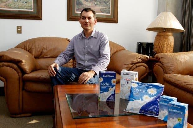 Autoridades salvadoreñas investigan a Dos Pinos por competencia desleal