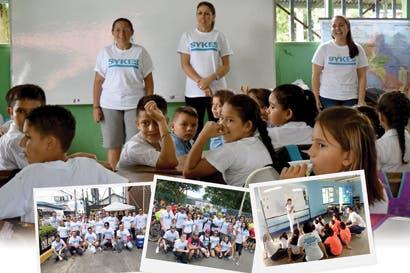 Star Volunteer de SYKES enseña inglés a las comunidades