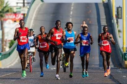 """Maratonista keniano: """"Corremos porque ganamos más que cualquier profesional"""""""