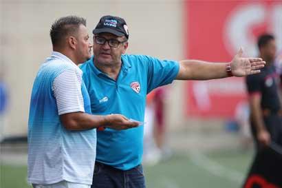 Santos confirma continuidad de Johnny Chaves al frente del equipo