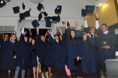 Universidad Invenio gradúa primera generación bajo modelo dual