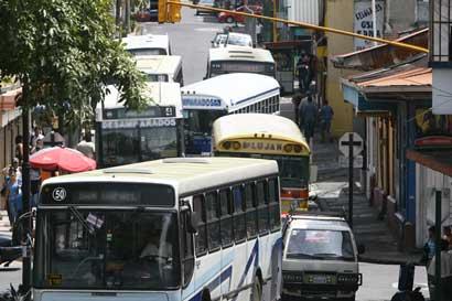 Nuevo centro de llamadas permitirá a usuarios denunciar calidad de buses y taxis
