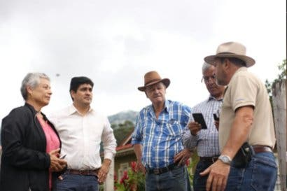 Carlos Alvarado promete fortalecer al agro, antes de más tratados