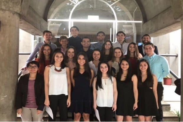 Estudiantes de la UCR logran notas por encima del rango internacional en examen de internado médico
