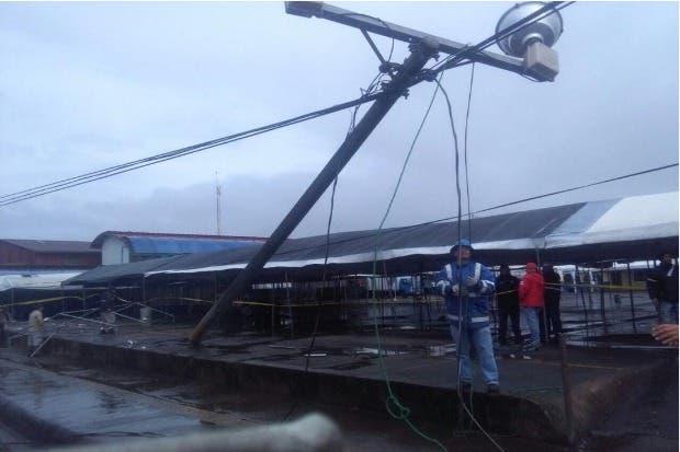 10 mil servicios de electricidad afectados por fuertes vientos