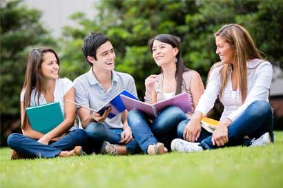Estudiantes de colegios científicos pueden postularse para cinco becas en Estados Unidos