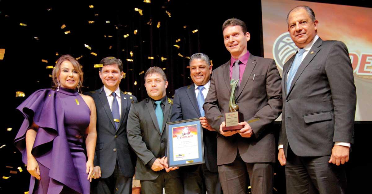Bridgestone es reconocido con el Gran Premio Exportador 2017 de CADEXCO