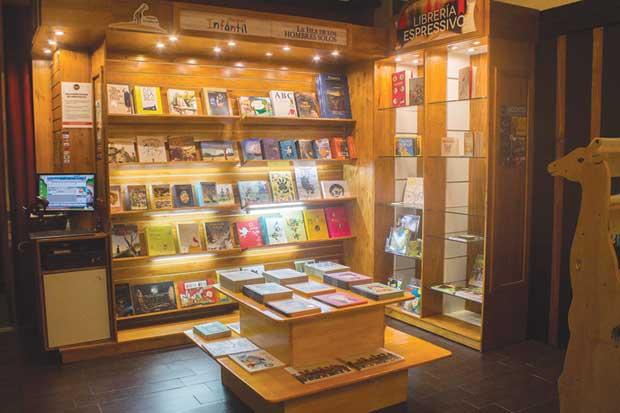 Librería Espressivo ofrece más de 150 títulos