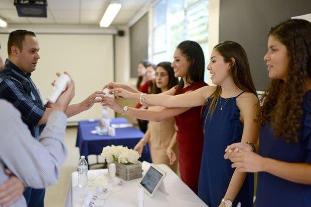 Estudiantes de la UCR crean desodorante que detiene el crecimiento del vello