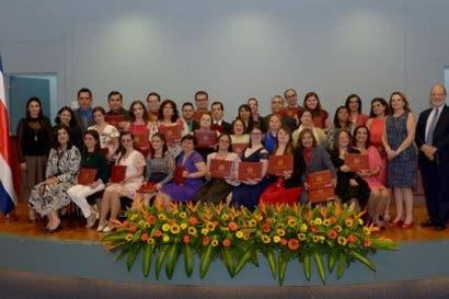 UCR graduó primera generación de estudiantes con discapacidad cognitiva