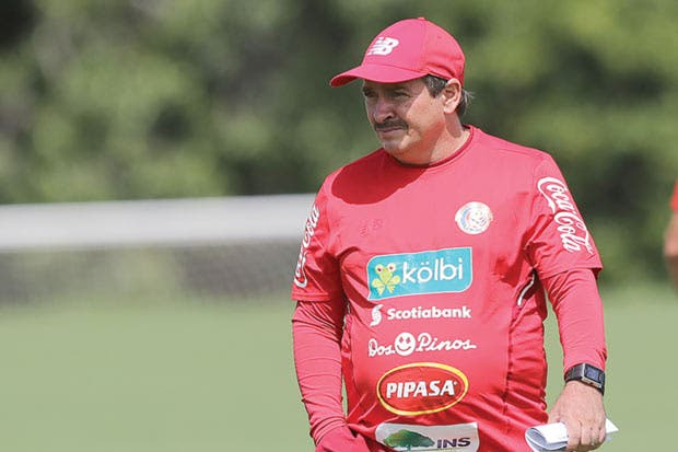 Óscar Ramírez tiene 180 minutos para resolver quiénes irán al Mundial