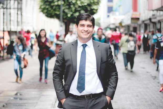 Carlos Alvarado dejaría a Marco Feoli como ministro de Justicia