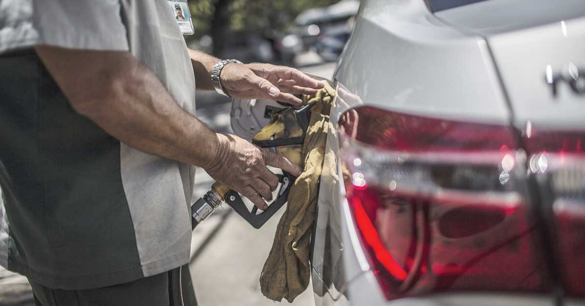 Incertidumbre ante 2018 frena racha al alza del petróleo
