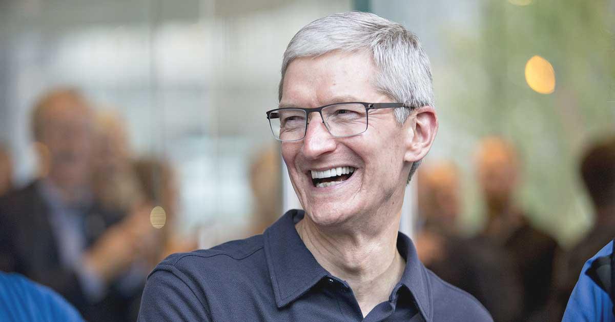 Máximo ejecutivo de Apple logra ganancias por $102 millones